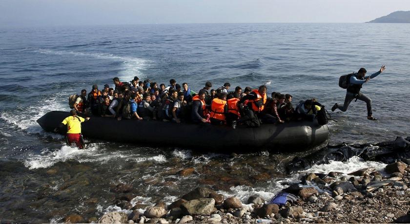 """Grekland erbjuder en halv miljon euro för att bygga """"havsbarriär"""" som ska stoppa migranter"""